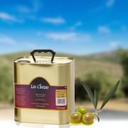 """Nuestro auténtico y natural zumo de aceitunas es Aceite de Oliva Virgen Extra, se caracteriza por tener un sabor y olor irreprochables o dicho de otra forma cero defectos. Corresponde a una experta selección de aceitunas de la variedad """"Picual"""" cultivadas en nuestra finca """"Las Chozas"""", en la sierra de Almería, recolectadas muy tempranas en los primeros días del mes de noviembre, cuando la aceituna está entre verde y morada, resultando así un excelente aceite de oliva virgen extra, de color verde intenso, que en nariz destaca por su olor y en boca presenta una sensación compleja de matices siempre verdes, con intensidades de picor y amargor que hacen un aceite muy equilibrado. Se presenta en lata de 5l."""
